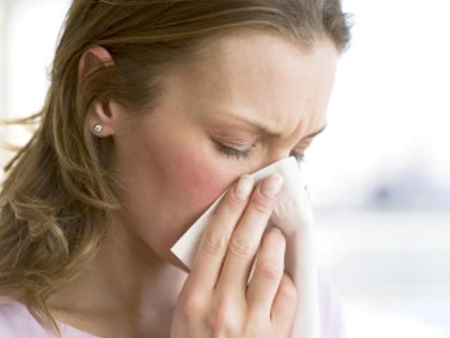 احتیاط کیجیے، موسم سرما میں خود کو ان بیماریوں سے بچائیے۔  فوٹو : فائل