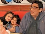 وجیہہ رضا رضوی اپنے شوہر اور بیٹی کے ساتھ۔ فوٹو : فائل