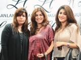 عدیبہ، شین اور انیتا انیل، کراچی میں ایل ایچ لائقہ حسن سیلون اینڈ اسپا کا افتتاح۔ فوٹو: انسٹیشیا پی آر