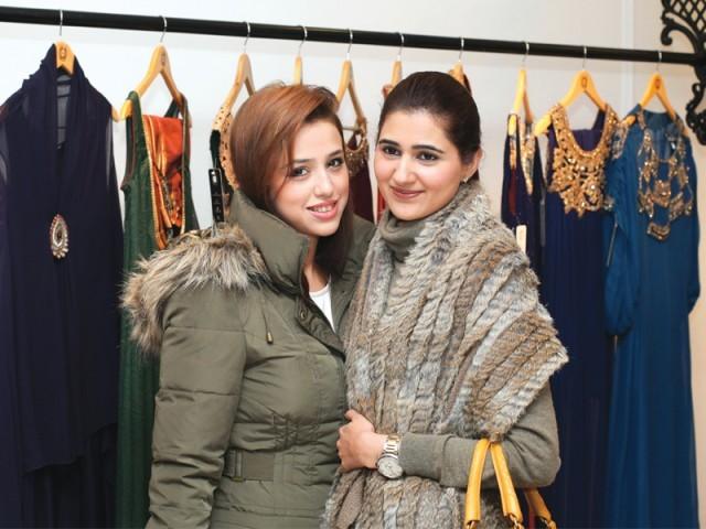 ماہم اور مریم، سائرہ رضوان نے لاہور میں اسٹور کا افتتاح کر دیا۔ فوٹو: سیوی پی آر اینڈ ایونٹس