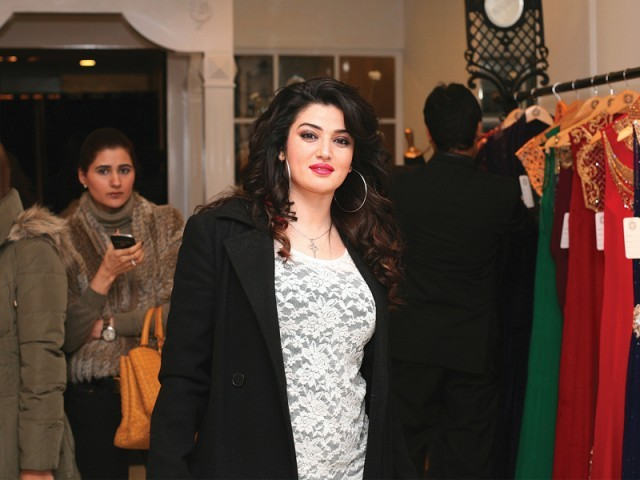 صبا، سائرہ رضوان نے لاہور میں اسٹور کا افتتاح کر دیا۔ فوٹو: سیوی پی آر اینڈ ایونٹس