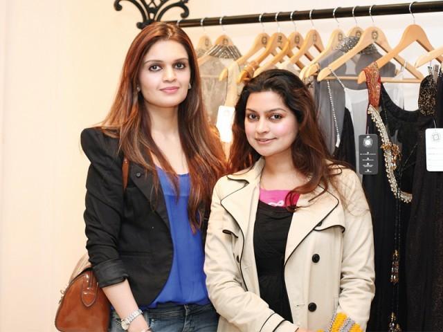 ثنا اور زارا، سائرہ رضوان نے لاہور میں اسٹور کا افتتاح کر دیا۔ فوٹو: سیوی پی آر اینڈ ایونٹس