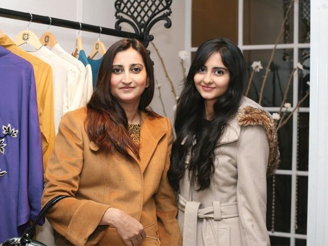 سارا اور ملکہ، سائرہ رضوان نے لاہور میں اسٹور کا افتتاح کر دیا۔ فوٹو: سیوی پی آر اینڈ ایونٹس