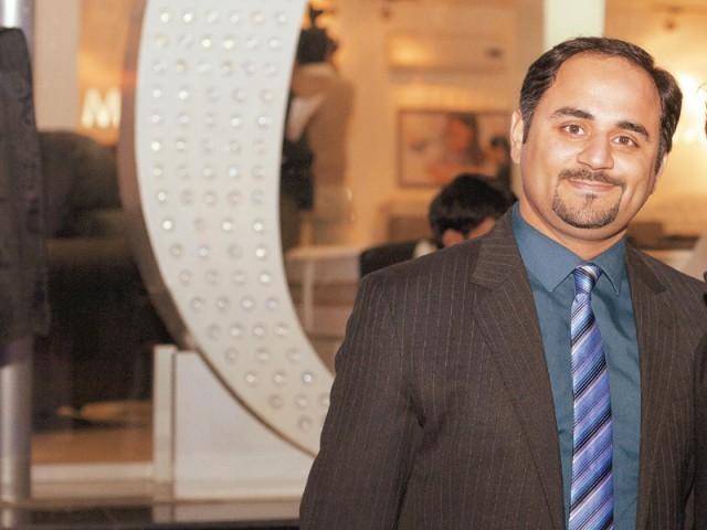 عمیر، لاہور میں ماسٹر سیلسٹے آؤٹ لیٹ کا افتتاح۔ فوٹو: وورو پی آر