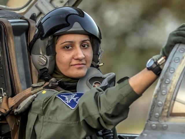 عائشہ فاروق پاک فضائیہ کے لڑاکا طیارے کی پہلی خاتون پائلٹ بن گئیں