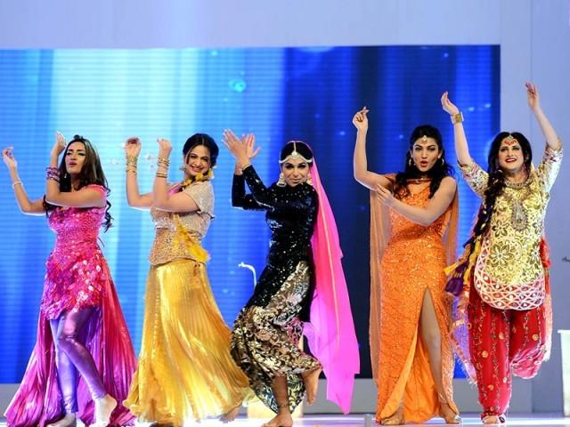 لاہور میں پہلی مرتبہ شوبز کے روشن ستاروں کی شاندار پرفارمنس سے سجا۔ فوٹو : فائل