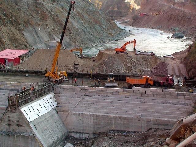 چینی کمپنی نے نیلم جہلم منصوبے پر کام بند کرنے کا نوٹس دیدیا. فوٹو : فائل
