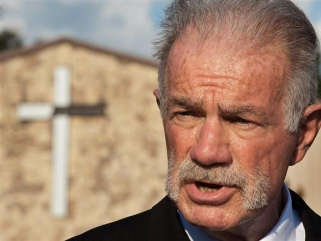 ملعون پادری ٹیری جونز نے 2998 نسخے جلانے کا منصوبہ بنا رکھا تھا، امریکی پولیس۔ فوٹو اے ایف پی