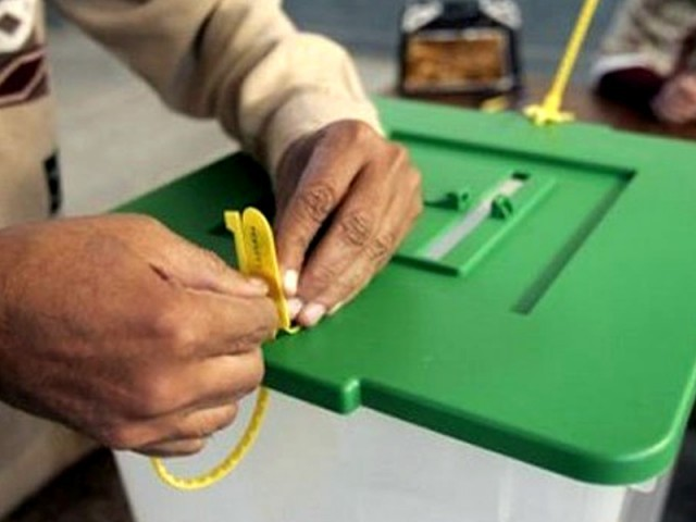الیکشن کمیشن کی ویب سائٹ پر چیئرمین، وائس چیئرمین، میئر، ڈپٹی میئر، ممبرز کے لیے انگریزی زبان میں نامزدگی فارم دستیاب ہیں ۔ فوٹو : فائل