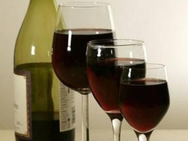 دنیا میں سب سے زیادہ شراب بھارت میں پی جاتی ہے۔ برطانوی ادارہ فوٹو: فائل