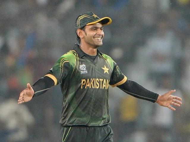 پاکستانی کپتان محمد حفیظ آسٹریلیا کے خلاف فتح حاصل کرنے کے بعد خوشی کا اظہار کر رہے ہیں۔ فوٹو: اے ایف پی