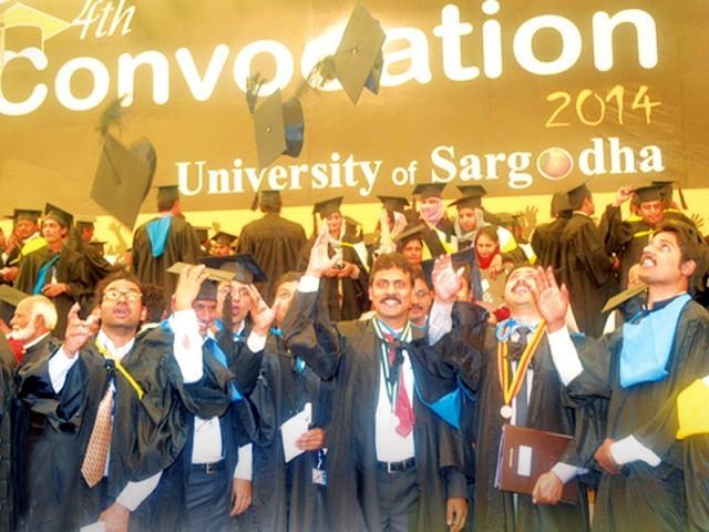وائس چانسلر سرگودھا یونیورسٹی ڈاکٹراکرم چوہدری کا کانووکیشن 2014ء کی تقریب سے خطاب۔ فوٹو: فائل