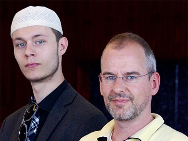 والد کے اسلام قبول کرنے کے بعد ان کی زندگی میں آنے والی تبدیلوں کے بعد میں نے قرآن کا مطالعہ شروع کیا،اسکندرامین   فوٹو؛فائل