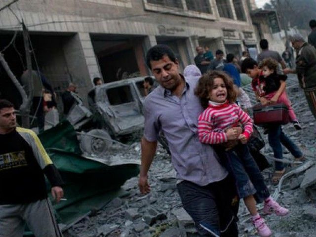 اسرائیل 3 اسرائیلی لڑکوں کے اغوا اور قتل کا ذمہ دار حماس کو ٹھہرا کر اب تک 1060 سے زائد فلسطینیوں کو شہید کر چکا ہے۔  فوٹو: فائل