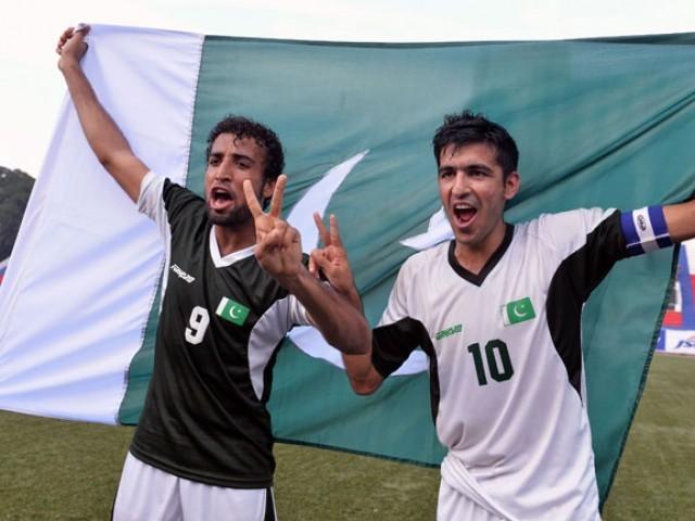 بنگلور کے میدان میں ہزاروں تماشائیوں کی موجودگی میں کھیلے جانے والے میچ میں دونوں ٹیموں نے شاندار کھیل کا مظاہرہ کیا۔ فوٹو فائل
