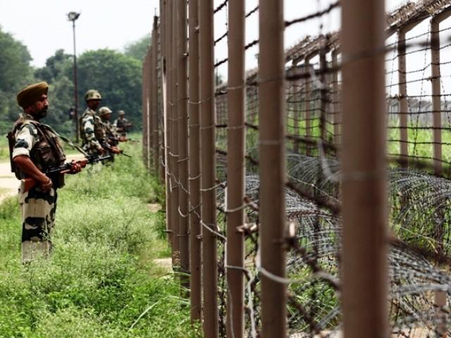 بھارتی فوجی کی جانب سے گزشتہ روز بھی چارواہ سیکٹر پر شہری آبادیوں اور رینجرز کی چیک پوسٹوں کو نشانہ بنایا گیا تھا۔ فوٹو: فائل