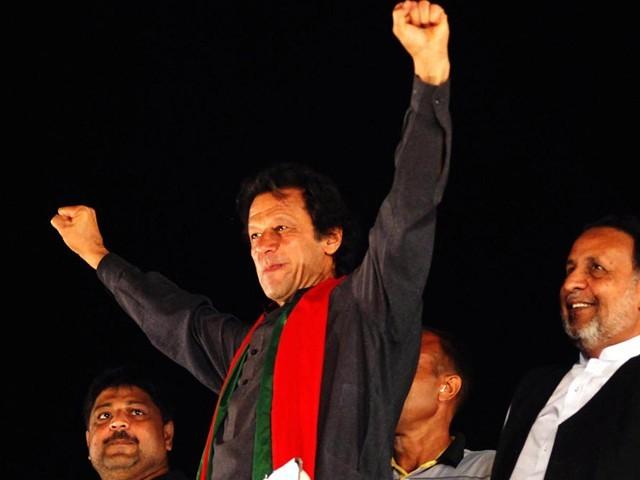 علی بابا چالیس چور کہنے والے جمہوریت کے 2 غازی آج اکٹھے ہوگئے، عمران خان، چیئرمین پی ٹی آئی   فوٹو: آن لائن