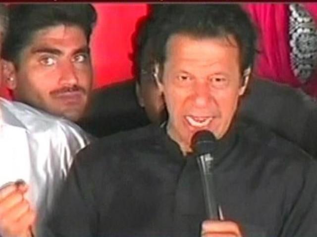 ہم جمہوریت کو کمزور نہیں بلکہ اسے مضبوط کرنے آئے ہیں، عمران خان، فوٹو:ایکسپریس نیوز