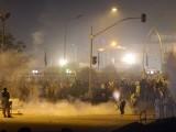 پولیس کے تشدد سے متاثرہ تحریک انصاف نے بھی مظاہرین پر طاقت کے استعمال کے خلاف 3 روزہ ہڑتال کا اعلان ۔  فوٹو؛ اے ایف پی