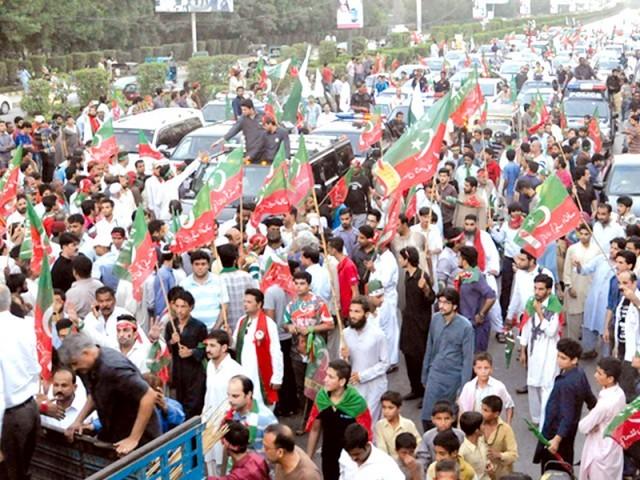 تحریکِ انصاف کی کراچی میں نکالی گئی احتجاجی ریلی کا ایک منظر۔ فوٹو: فائل