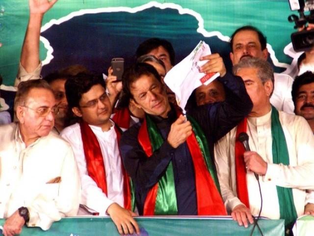 اگر نواز شریف نے استعفیٰ نہیں دیا تو ان کے لیے ہر دن مشکل ہوتا جائے گا، عمران خان  فوٹو: آئی این پی