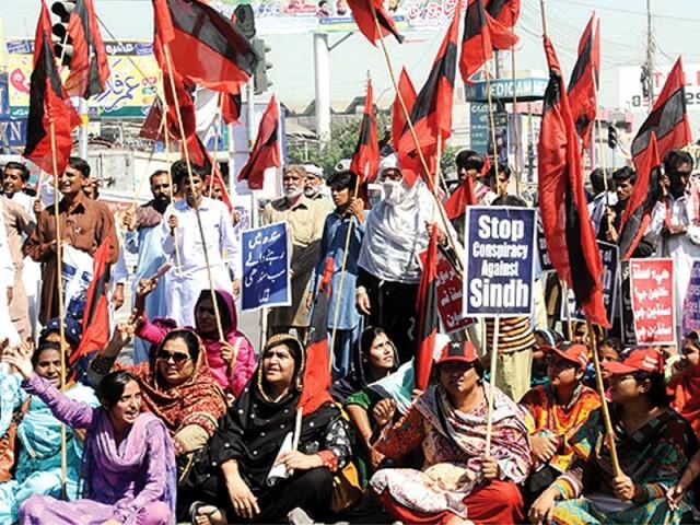 سندھ کی تقسیم کے خلاف قومی عوامی تحریک کے احتجاج کا ایک منظر۔ فوٹو: فائل