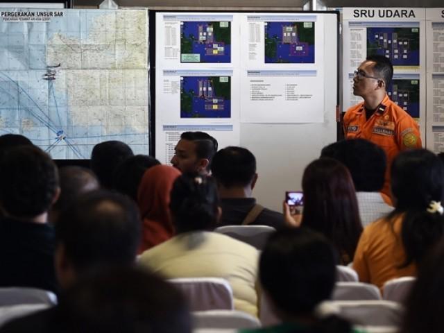 ایئر ایشیا کا طیارہ اتوار کو سورابایا سے سنگاپور جاتے ہوئے لاپتہ ہوگیا تھا۔  فوٹو: اے ایف پی