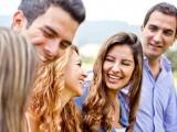 جتنی جلدی آپ اپنے سماجی تعلقات بڑھایئں گے اور دوست بنائیں گے اتنی ہی جلدی آپ صحت مند ہوں گے، تحقیق۔ فوٹو : فائل