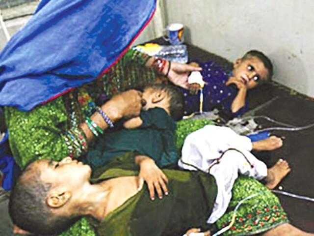 رواں ماہ دم توڑنے والے 79 افراد میں سے 76 بچے ہیں فوٹو: فائل