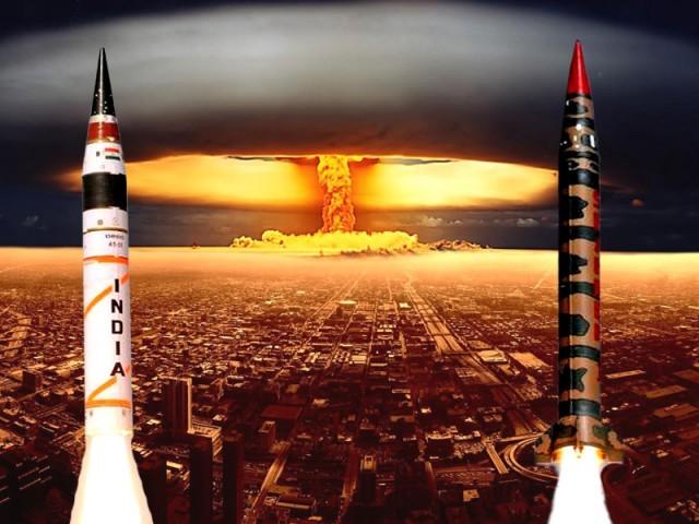 دنیا کی دو بڑی عسکری طاقتوں کے میزائلوں پہ دلچسپ تقابلی رپورٹ۔ فوٹو: فائل