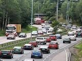 فِن لینڈ میں ایک شخص کو حدِ رفتار سے زائد رفتار میں گاڑی چلانے پر 77 ہزار ڈالر سے زائد جرمانہ اداکرنا پڑا۔فوٹو : فائل