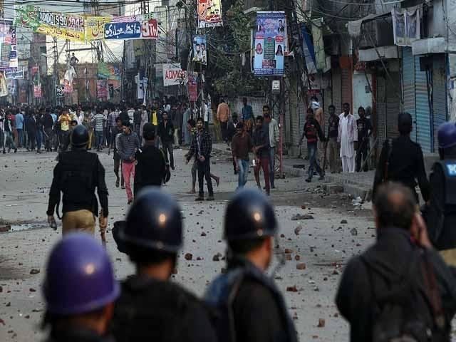 اب تو یہ بات ثابت ہوگئی ہے کہ جلنے والے معصوم تھے لیکن پھر بھی پورے پاکستان میں کہیں کسی اقلیت پر حملہ نہیں ہوا۔ پھر بھی لوگ کہتے ہیں کہ پاکستان میں اقلیت غیر محفوظ ہیں۔ فوٹو: اے ایف پی