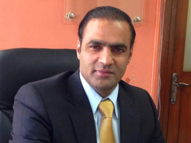 عمران خان نے معیشت کے چلتے ہوئے پہیے کے آگے رکاوٹیں کھڑی کرکے ملک دشمنی کا مظاہر ہ کیا ہے، عابد شیر علی۔ فوٹو: فائل