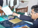 الیکشن کمیشن کے مطابق کاغذات نامزدگی29 سے 31 مارچ تک جمع کرائے جاسکتے ہیں۔ فوٹو: فائل