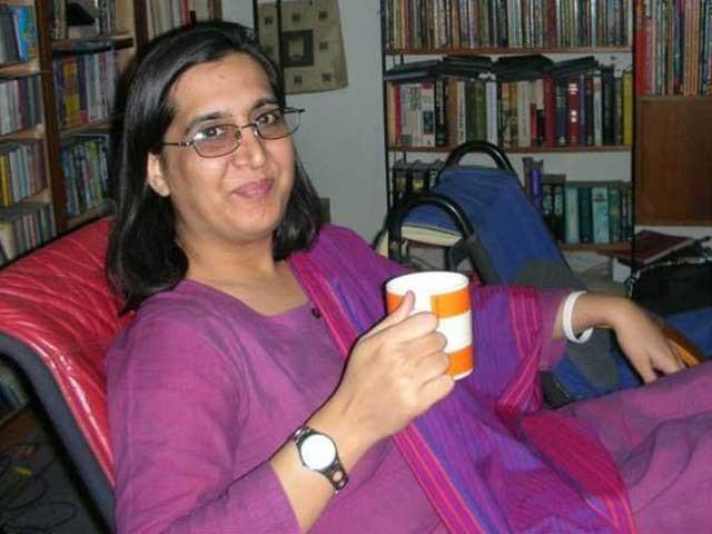 سبین محمود کو نامعلوم موٹرسائیکل سواروں نے 5 گولیاں ماریں، پولیس۔ فوٹو:فائل