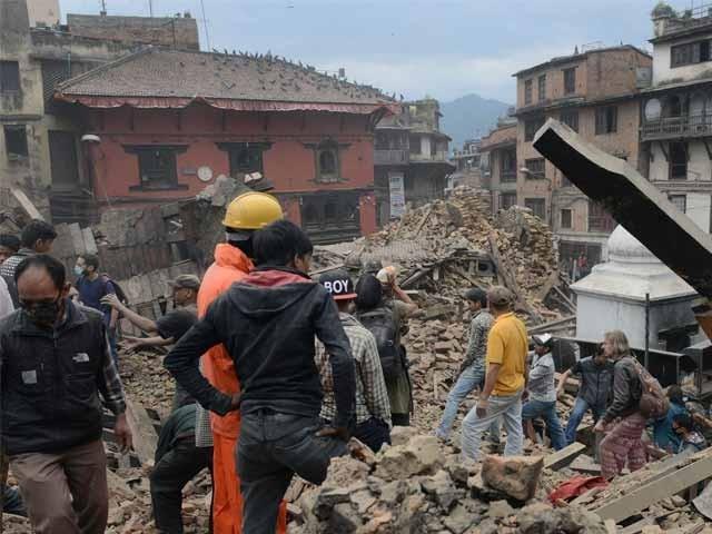 نیپال اور بھارت میں آنے والے زلزلے کے جھٹکے لاہور، شیخوپورہ اور گردو نواح کے علاقوں میں بھی محسوس کئے گئے، محکمہ موسمیات پاکستان فوٹو: اے ایف پی