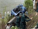 واقعہ کے بعد جائے حادثہ پر امدادی کارروائیاں شروع کردی گئی اور ڈوب جانے والے افرد کی تلاش کا کام جاری ہے۔ فوٹو : فائل