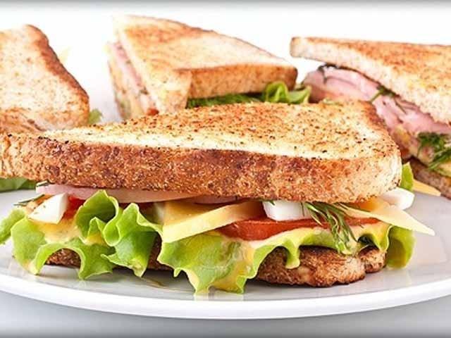 مزیدار اسپیشل سینڈوچ  آپ کے لیے صحت بخش بھی ہے:فوٹو فائل
