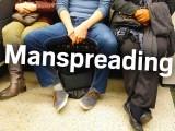 بس کی سیٹ پر ٹانگیں پھیلا کر بیٹھنے والوں کے لیے بھی ڈکشنری میں لفظ شامل کرلیا گیا، فوٹو فائل