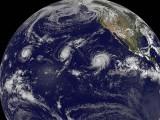 موسمیاتی ماہرین کے مطابق ایل نینو کی وجہ سے انسانی تاریخ میں ایک بحر میں تین طوفان پیدا ہوئے ہیں۔
