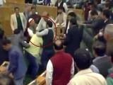مقبوضہ کشمیر اسمبلی کے مسلم ممبران نے ایوان میں بیف پارٹی بھی منائی۔ فوٹو: این ڈی ٹی وی۔
