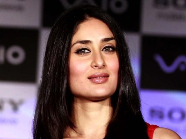 کرینہ کپور نے پاکستانی ہدایت کار شعیب منصور کی فلم میں کام کرنے کی خواہش کا اظہار کیا تھا،فوٹو:فائل