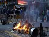 مظاہرہ کرنے والوں میں ذیادہ تر افراد نےکھانے پینے کے اسٹال لگا رکھے تھے ،فوٹو:سی این این