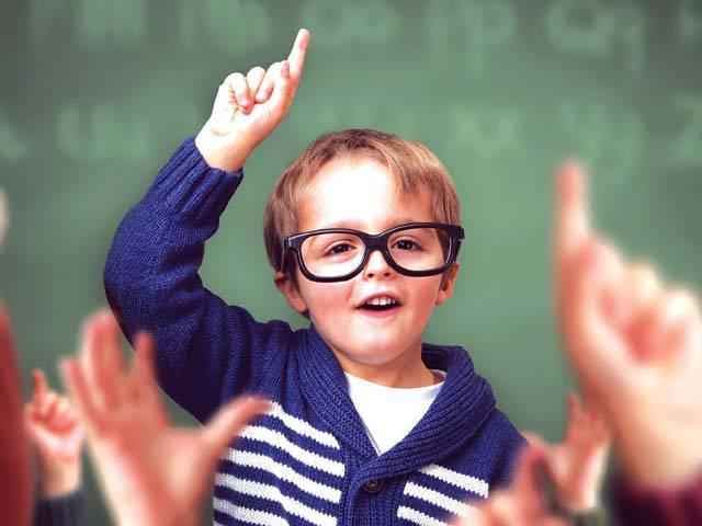 بچوں میں قائدانہ صلاحیتیں پیدا کرنے میں بنیادی کردار والدین کا ہے ۔  فوٹو : فائل