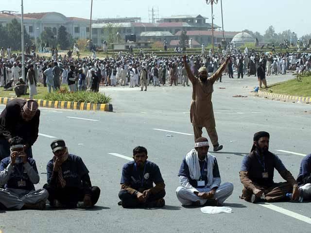 دھرنا قائدین نے مظاہرین کو پر امن طور پر گھروں کو جانے کی ہدایت کردی۔