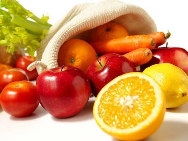 ان تمام پھلوں موجود وٹامنز جلد کو تازگی اور دلکشی دینے میں اہم کردار ادا کرتے ہیں۔ فوٹو؛ فائل