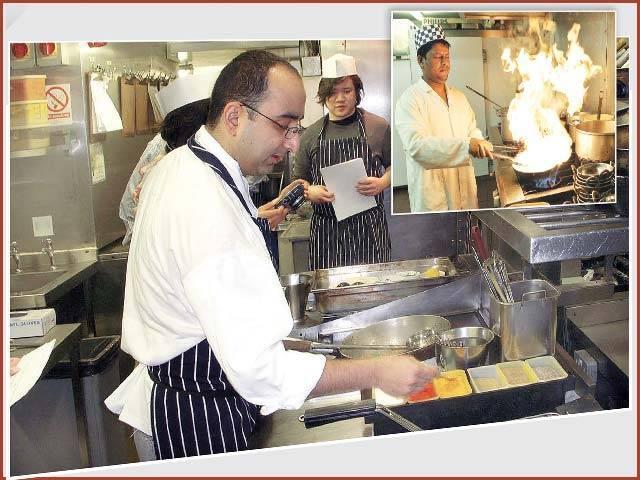 ریستوراں مالکان حکومت پر زور دے رہے ہیں کہ باورچیوں کی طلب پوری کرنے کے لیے امیگریشن قوانین میں نرمی کی جائے:فوٹو : فائل