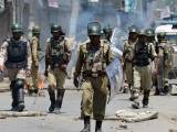 وادی میں بھارتی فوج کے تمام ترمظالم کے باوجود احتجاجی مظاہرے بھی پوری شدت سے جاری ہیں۔ فوٹو؛ اے ایف پی