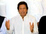 ملک میں شرح خواندگی انتہائی کم ہے اوراسکولوں کی بندش سے اس میں مزید کمی آئے گی، عمران خان فوٹو: فائل