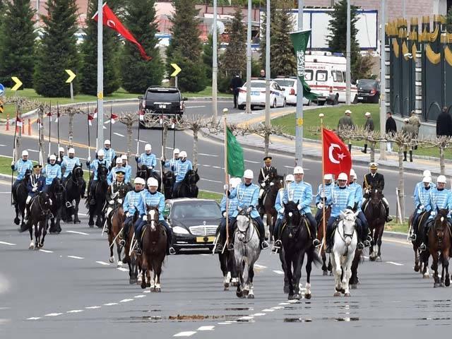 صدارتی محافظو کی اب کوئی ضرورت نہیں اور نہ ہی ان کا کوئی مقصد ہے، ترک وزیراعظم ۔ فوٹو: فائل